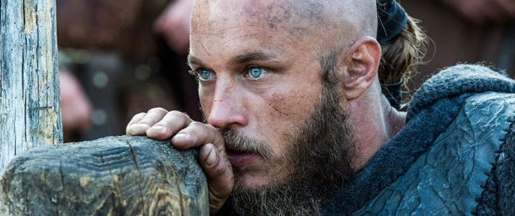 "Travis Fimmel como Ragnar en ""Vikingos"""