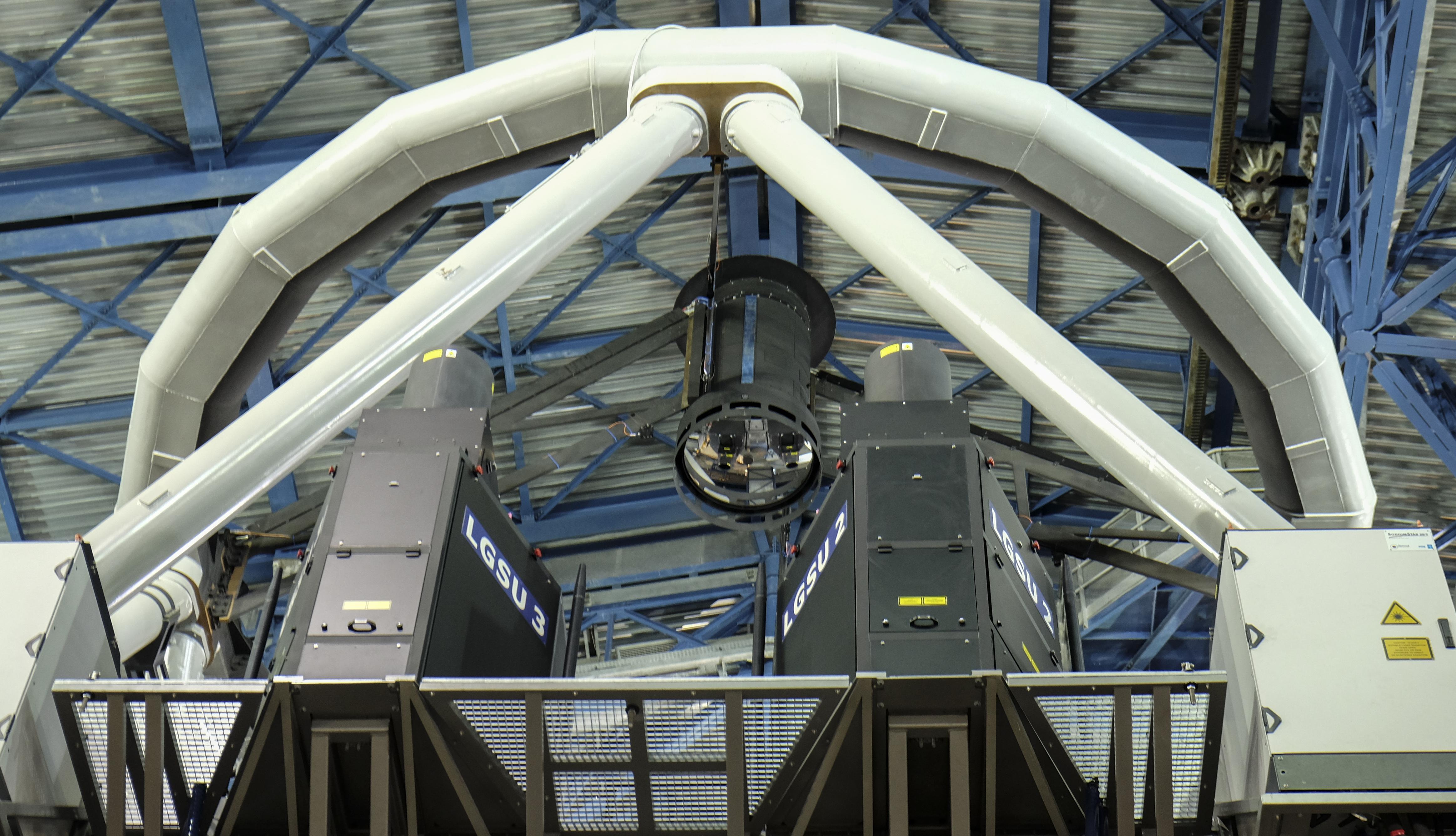 Vista parcial de un telescopio en el observatorio Paranal | Miguel Sánchez | AFP