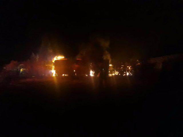 Desconocidos queman cerca de 25 camiones — Nuevo ataque incendiario