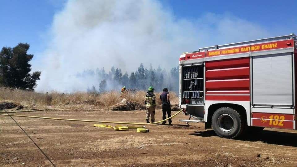 Alerta Roja en Quilpué por incendio forestal que amenaza a viviendas