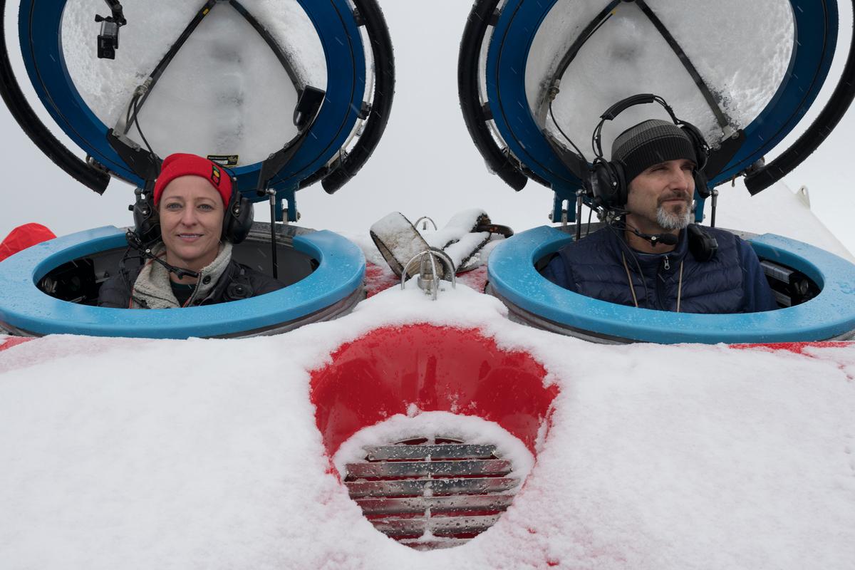 Dr. Susanne Lockhart (a la izquierda) y el piloto de submarinos John Hocevar, director de Océanos de Greenpeace EEUU | www.greenpeace.org
