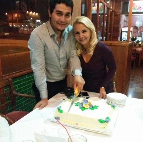 Mijail y su esposa. Mijail Tapia | Facebook