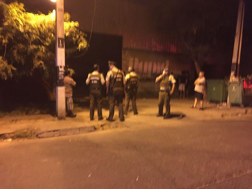 Buscan a individuo que agredió violentamente a su pareja en Santiago