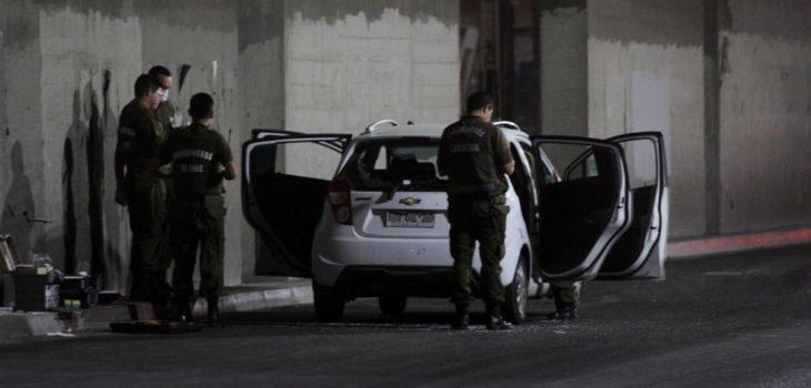Grave se mantiene joven baleada en Lo Espejo tras discusión en local de comida rápida