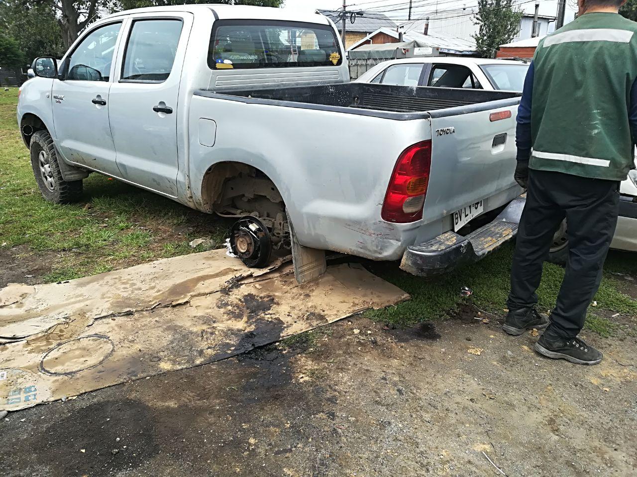 Camioneta que estaba siendo reparada.