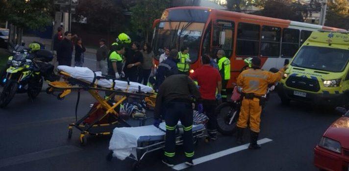 Mujer muere tras ser atropellada por una camioneta en Las Condes
