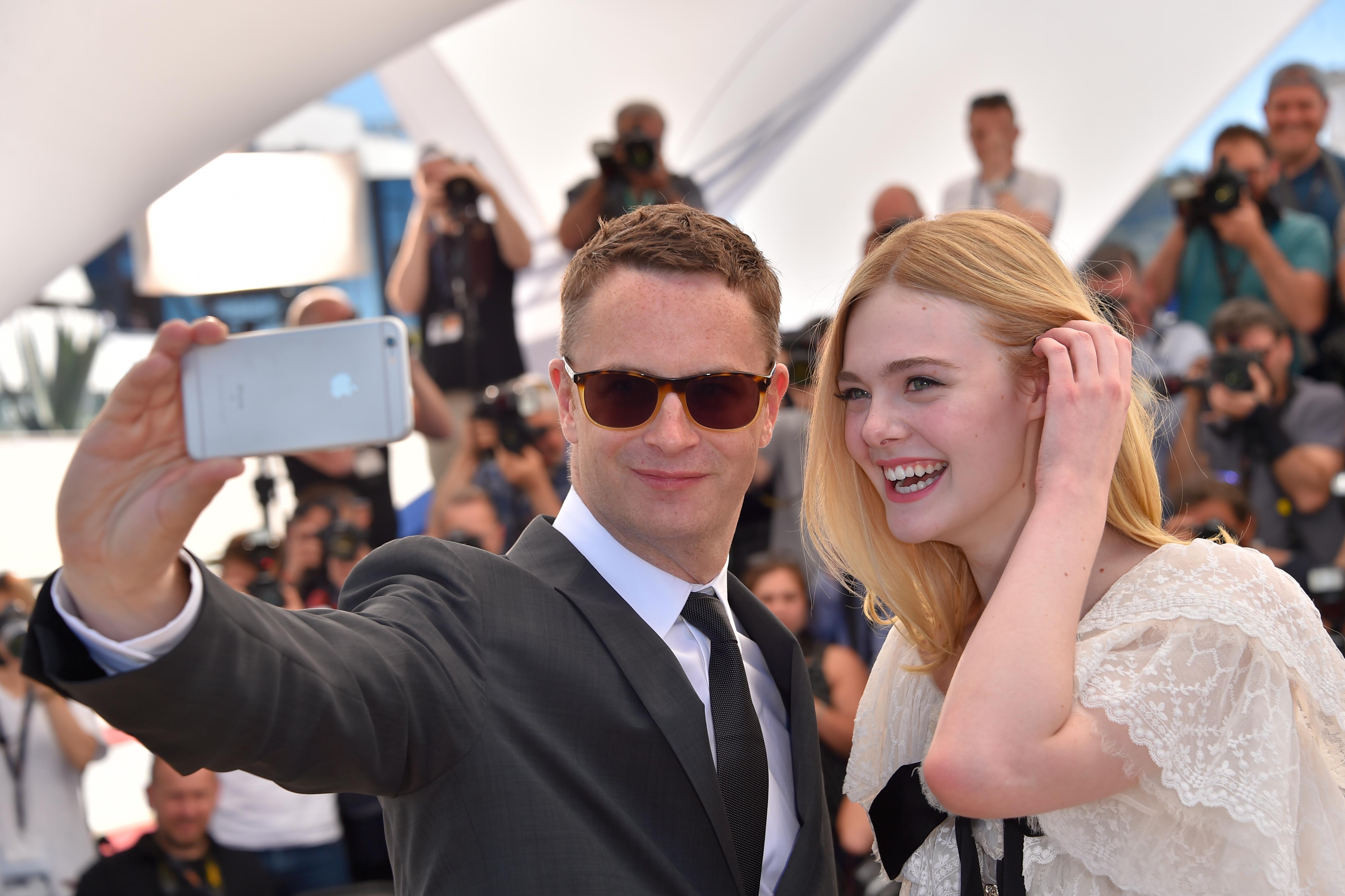 Director Nicolas Winding Refn y la actriz Elle Fanning en el Festival de Cannes de 2016 | Loic Venance | Agence France-Presse