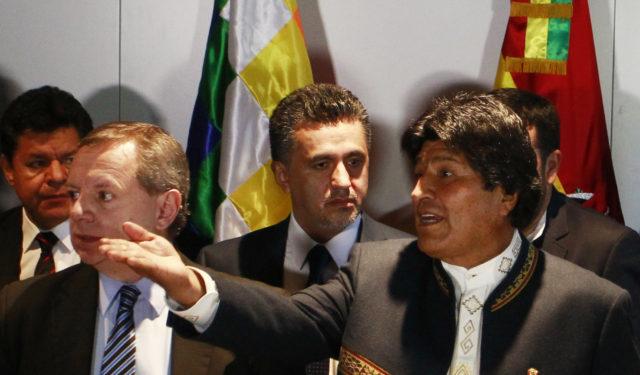 Llorenti a la izquierda de Evo Morales. Rodrigo Sáenz | Agencia UNO