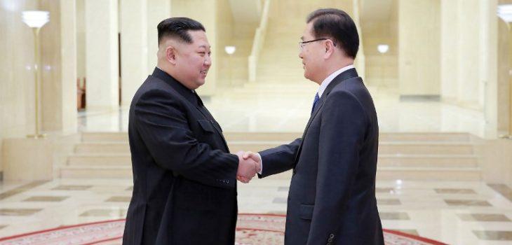 Kim Jong-Un y Chung Eui-yong  (izquierda a derecha) | ARCHIVO | Agence France-Presse
