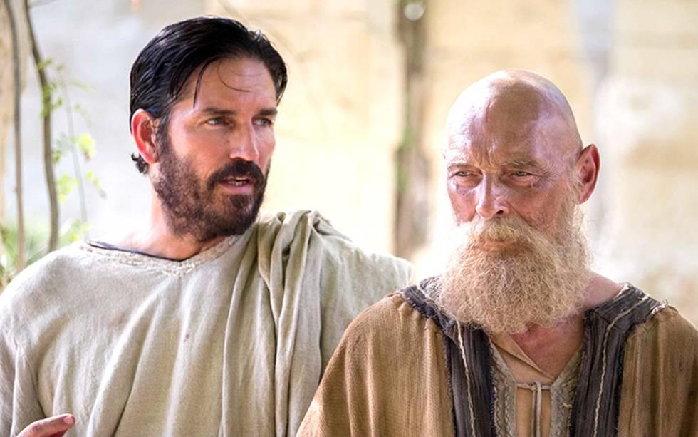 Jim Caviezel a la izquierda en Paul, Apostle of Christ