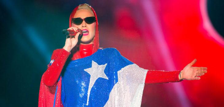 La historia tras la túnica con la bandera chilena que lució Katy Perry en su concierto