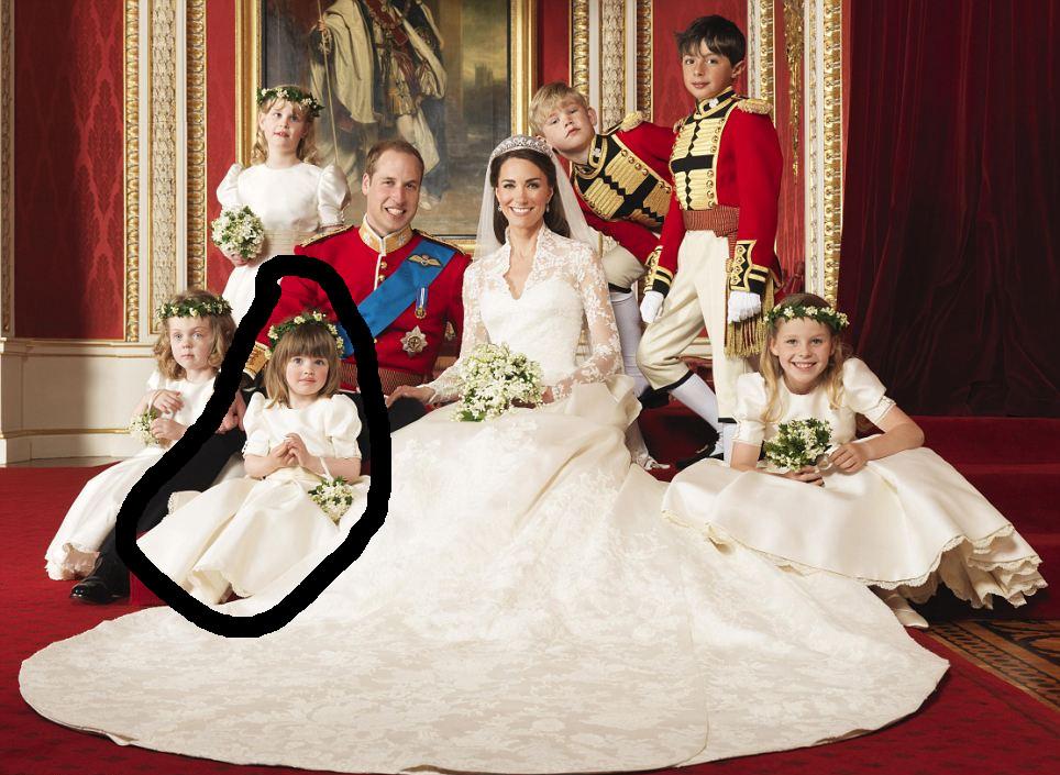Eliza a la izquierda | Palacio de Buckingham