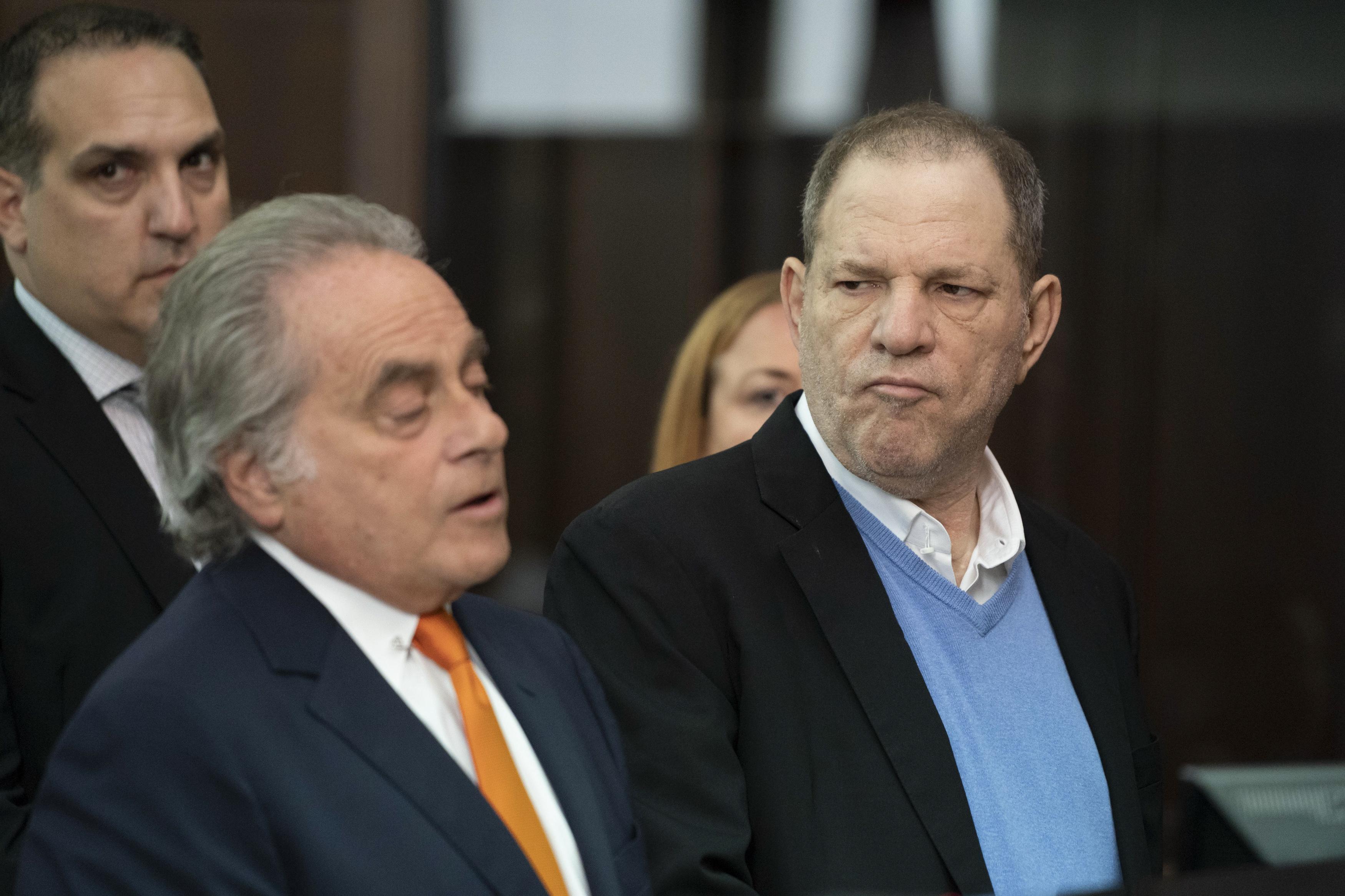 Harvey Weinstein (derecha) junto a su abogado | Steven Hirsch | Agence France-Presse