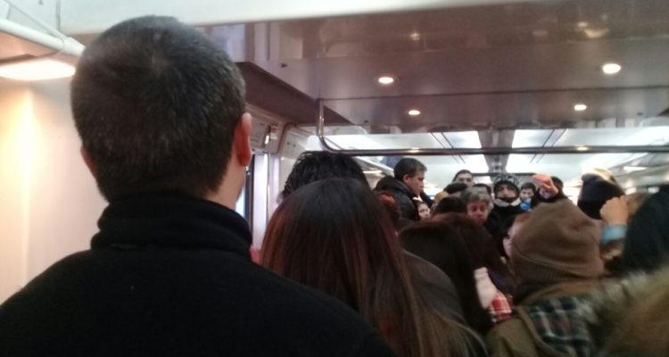 Aglomeración al interior de los trenes | Karina Seguel (RBB)