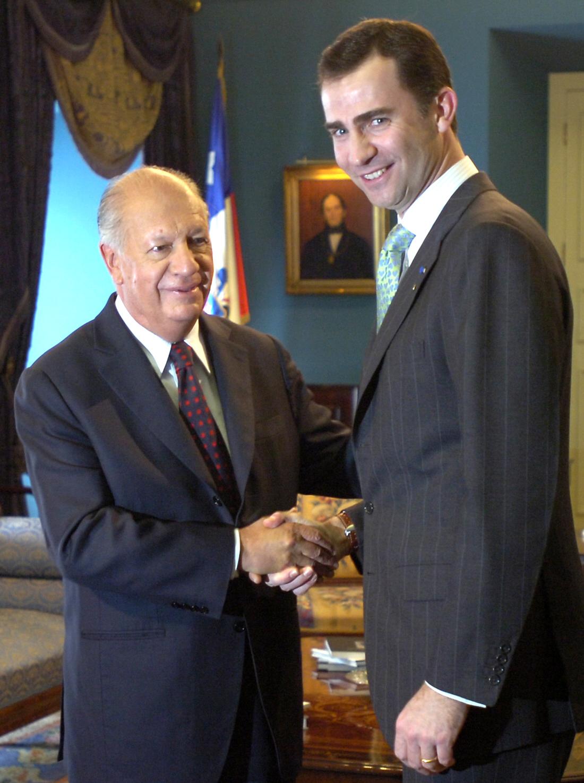 Lagos recibe en La Moneda, en marzo de 2006, al entonces príncipe heredero español, Felipe de Asturias. Juan Mabromata | Agence France-Presse