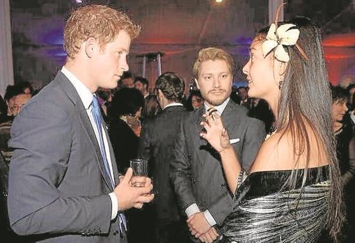 Pardo junto al príncipe Harry