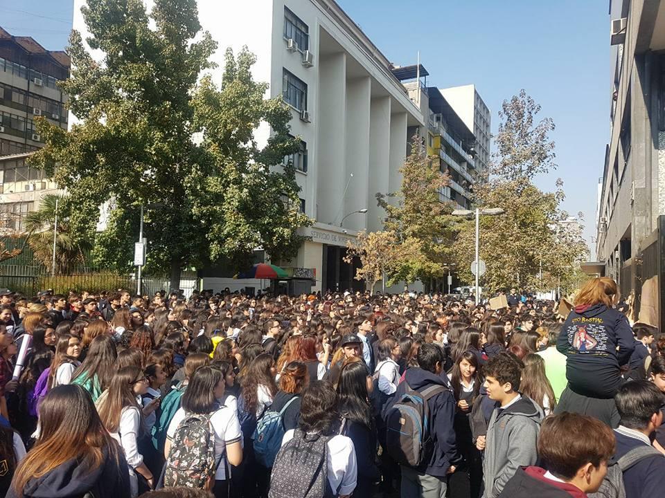 protesta-de-las-alumnas-del-liceo-1