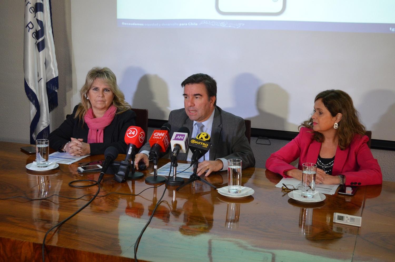 Tesorero General de la República, Hernán Frigolett (al centro)