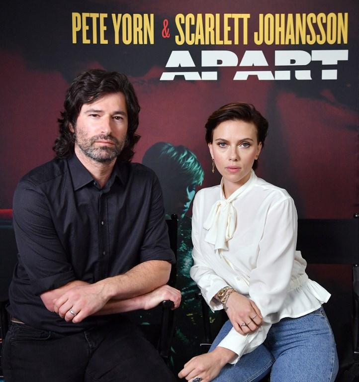 Scarlett junto a Yorn | Angela Weiss | Agence France Presse