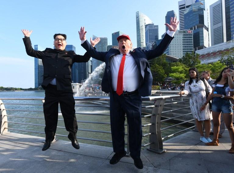 Imitador de Kim Jong Un junto a imitador de Trump | Roslan Rahman | Agence France Presse