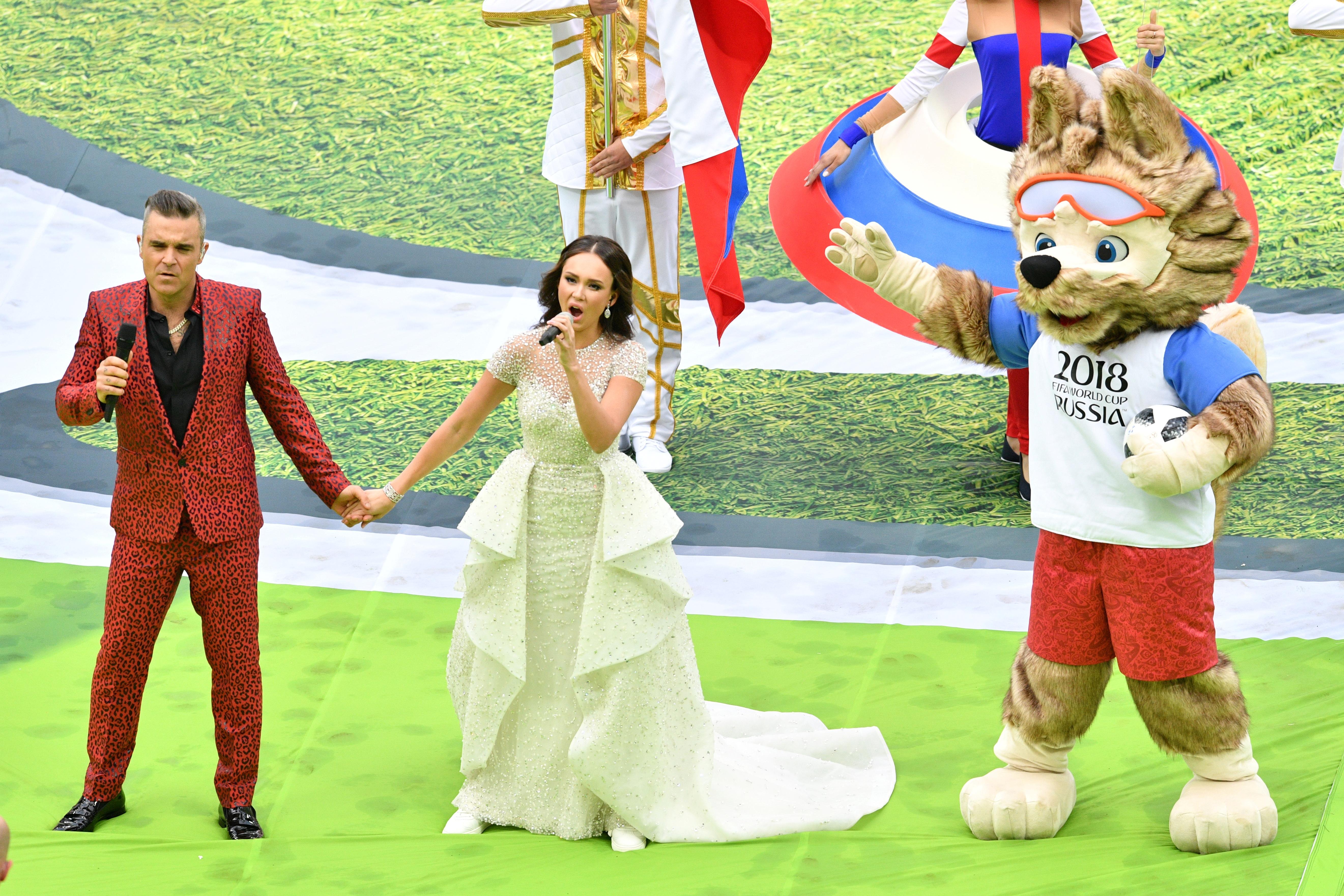 Robbie Williams junto a la soprano rusa Aida Garifullina | Mladen Antonov | Agence France-Presse
