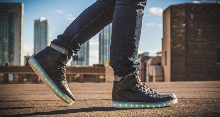 1e5f2e8fb Zapatillas de lujo  la moda contagiosa que cala fuerte en los jóvenes... y  no tan jóvenes