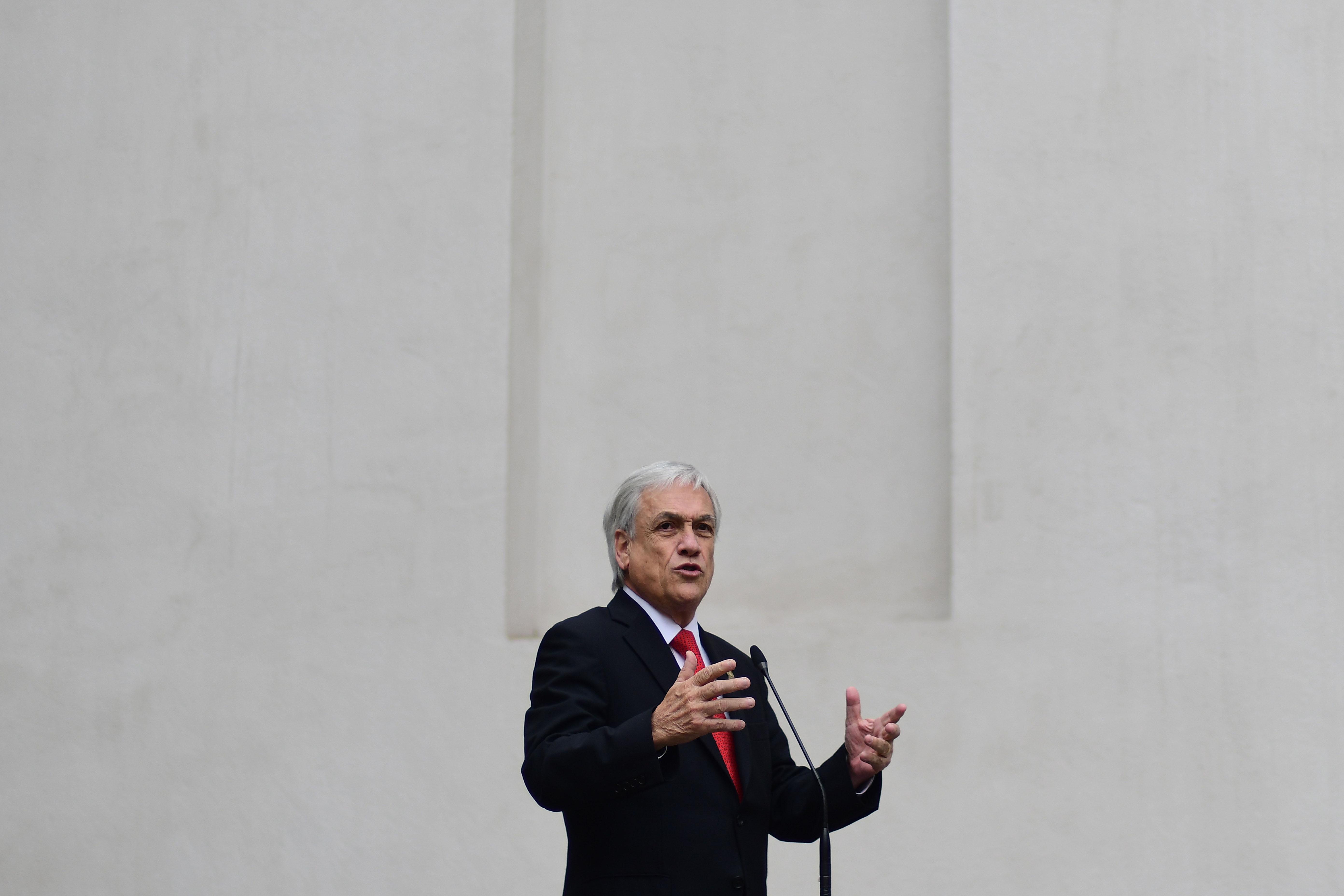 El presidente Sebastian Piñera da un punto de prensa