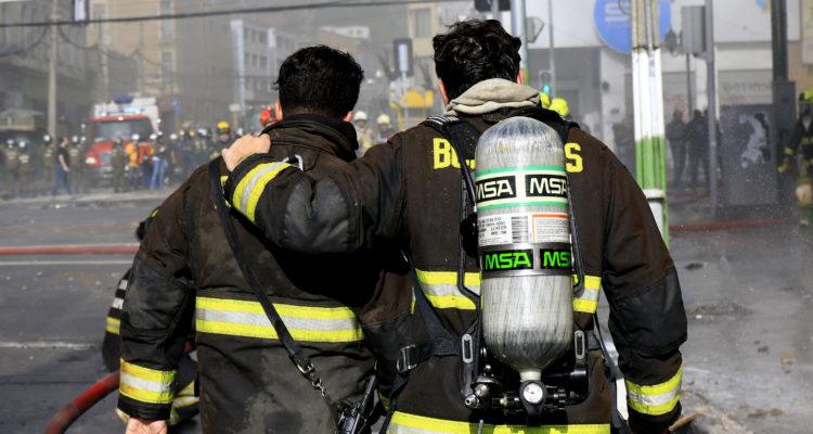 Bomberos que trabajaron en el rescate del funcionario municipal | Agencia UNO