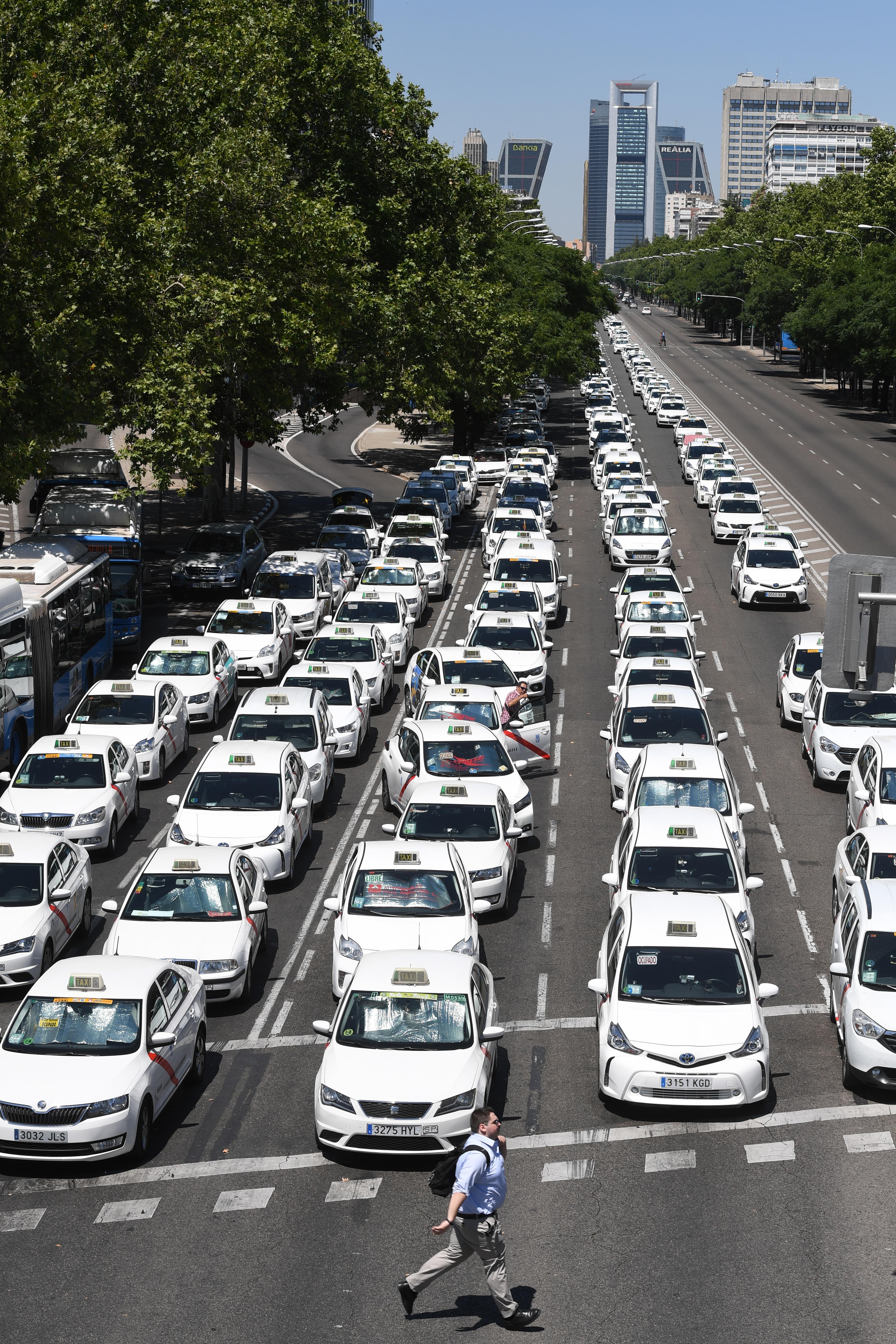 Taxistas bloquean la avenida Castellana de Madrid. Pierre-Philippe Marcou | Agence France-Presse