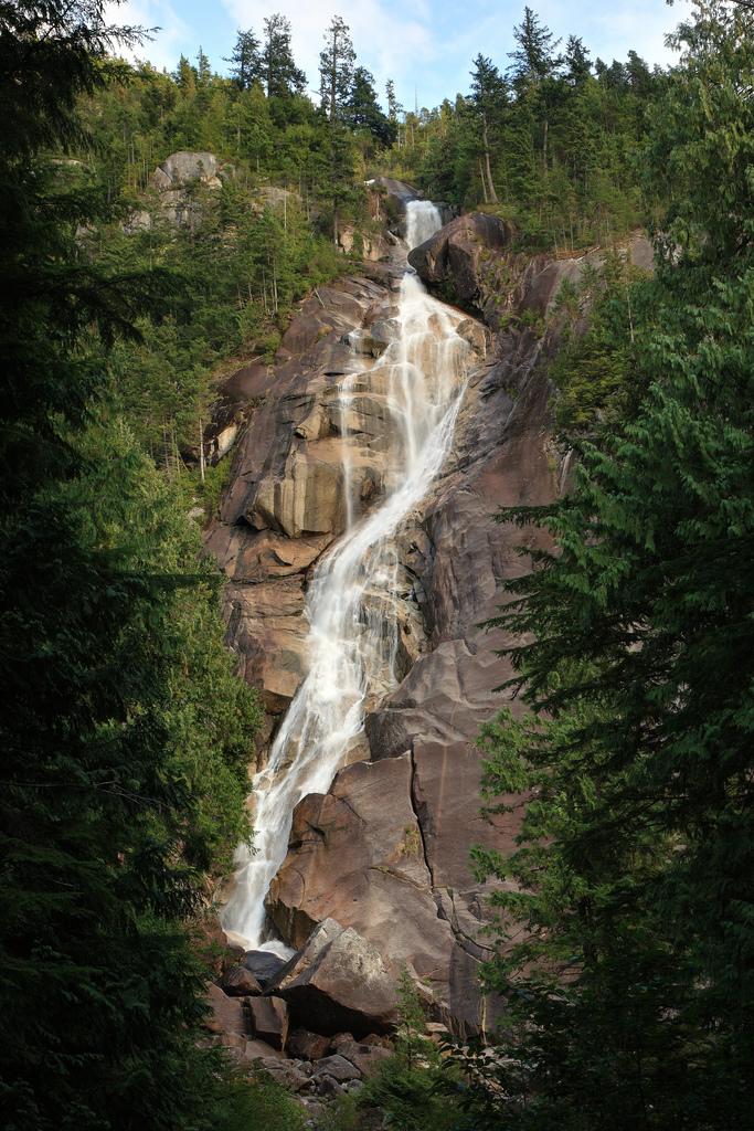 Imagen de Shannon Falls, catarata ubicada en Shannon Falls Provincial Park (CC) Wikimedia Commons