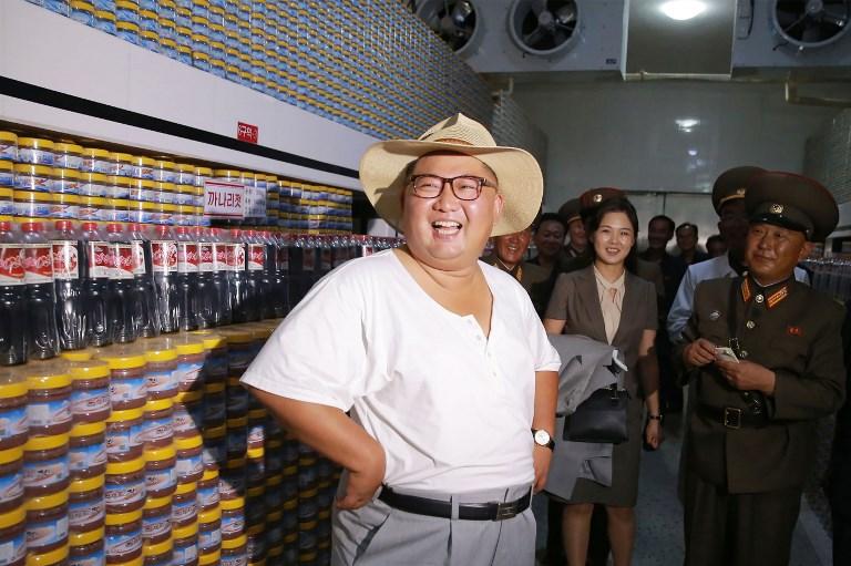 Kim Jong Un en fábrica de alimentos en Hwanghae del Sur | KCNA vía KNS | AFP