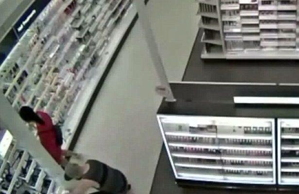 0d3901135 Infraganti: padre en California arremete contra sujeto grabando bajo ...