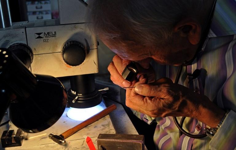 Graham Short  trabajando en sus grabados   Joe Jackson   AFP