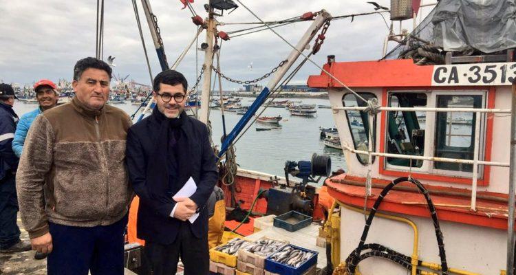 Subsecretario de Pesca con artesanales en su visita a Coronel   Subpesca   Twitter