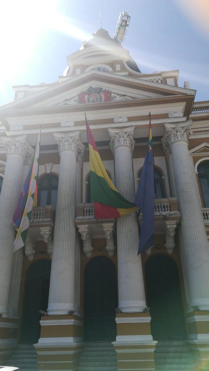 Bandera del Mar de Bolivia (Derecha) en el Palacio Quemado | Mauricio Gándara (Radio Bío Bío desde la Paz)