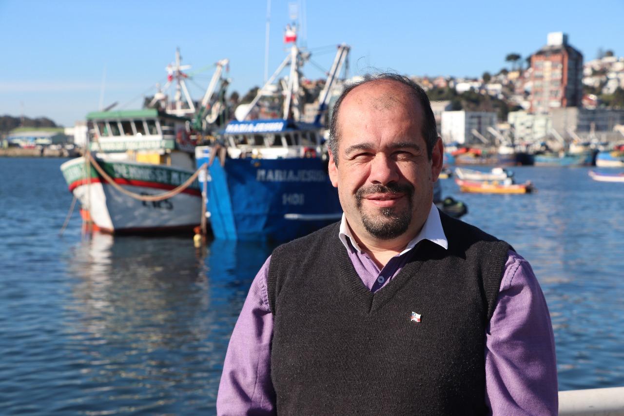 Óscar Henríquez, director zonal de Subpesca en Ñuble y el Bío Bío.