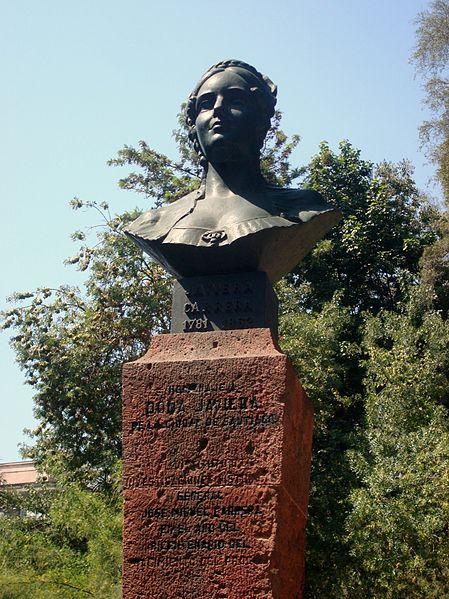 Busto de Javiera Carrera en el Cerro Santa Lucía, Santiago (CC) Wikimedia Commons
