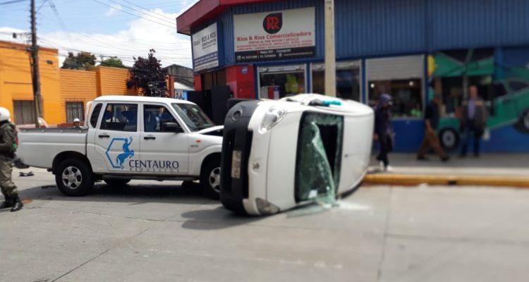 Vehículo volcado en accidente de tránsito | Cedida