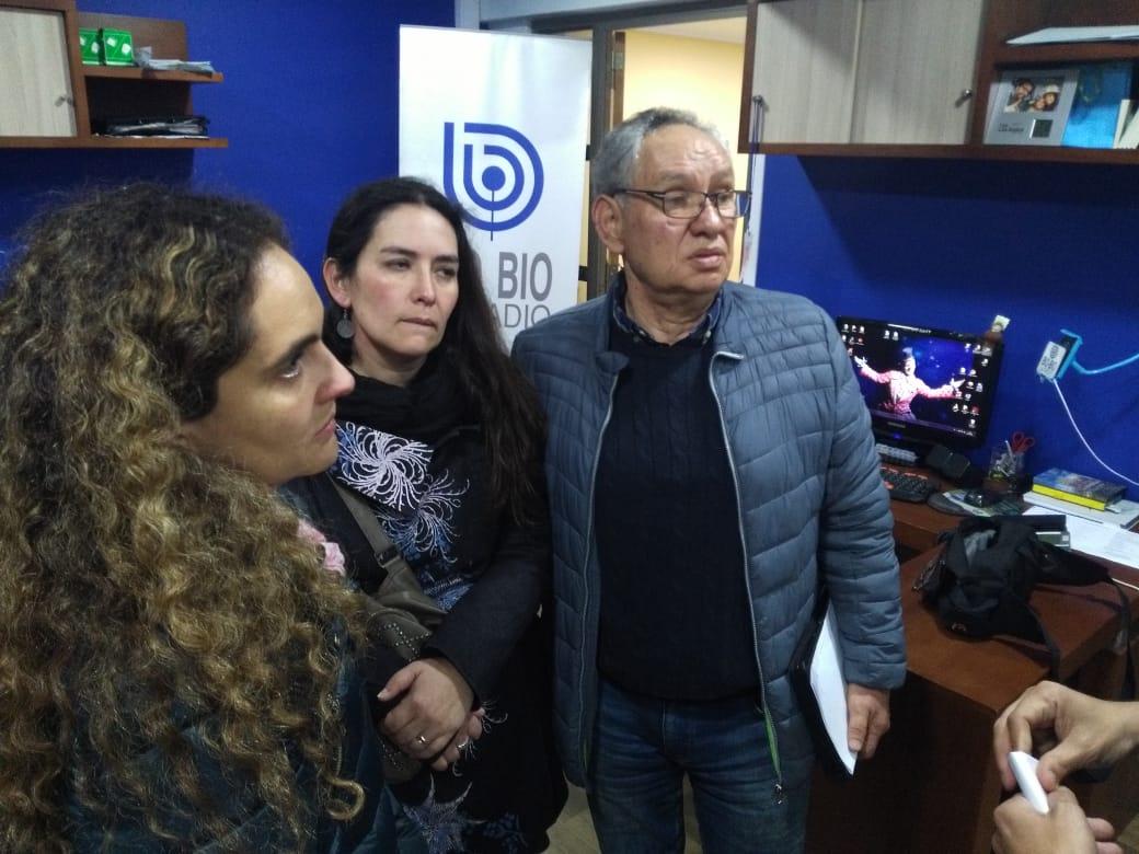 Familia de Sergio Mardoff en estudios de Radio Bío Bío Concepción.