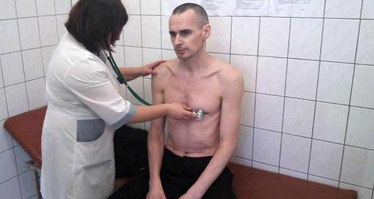 Resultado de imagen para Cineasta ucraniano termina huelga de hambre después de cuatro meses en cárcel rusa