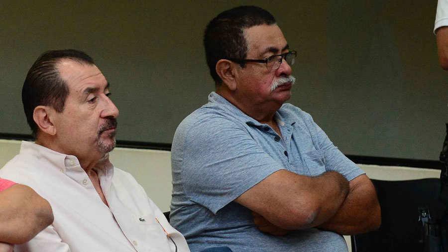 El padre de García García, segundo de izquierda a derecha | ElSalvador.com