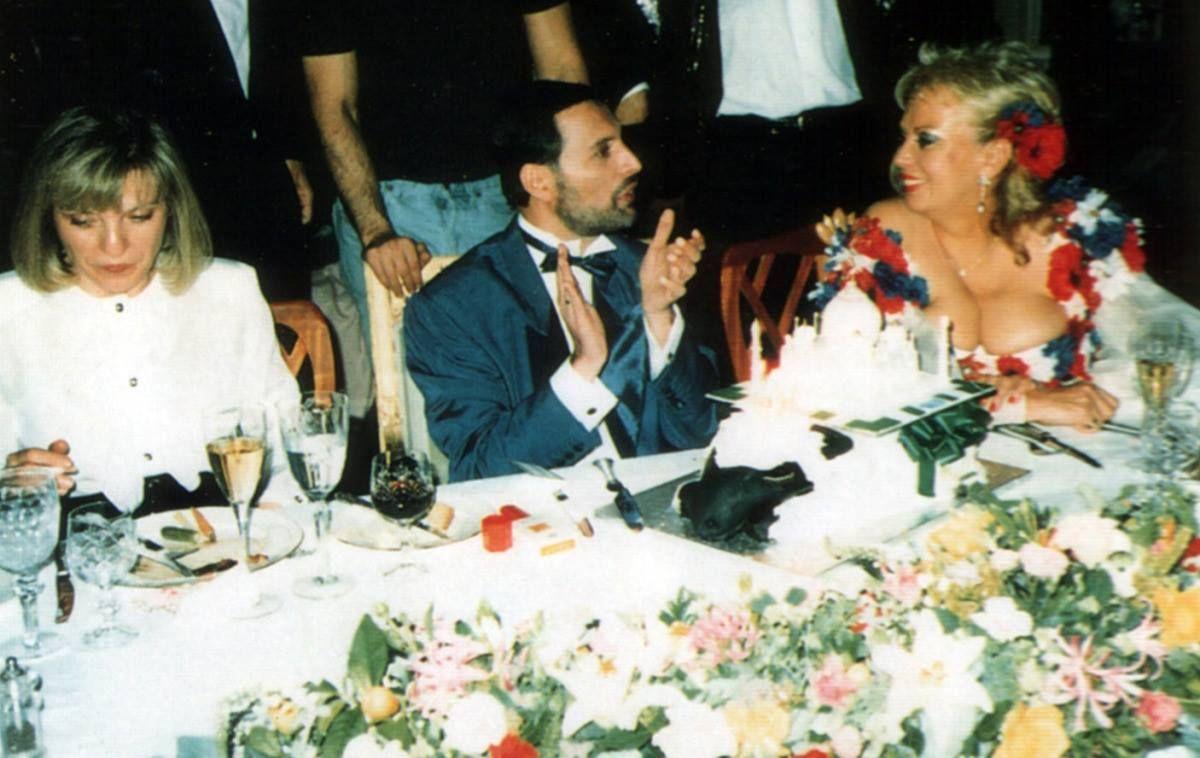 Mary Austin, Freddie Mercury y Barbara Valentin