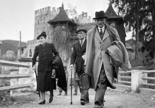El general francés Maxime Weygand y su esposa, prisioneros | Archivo