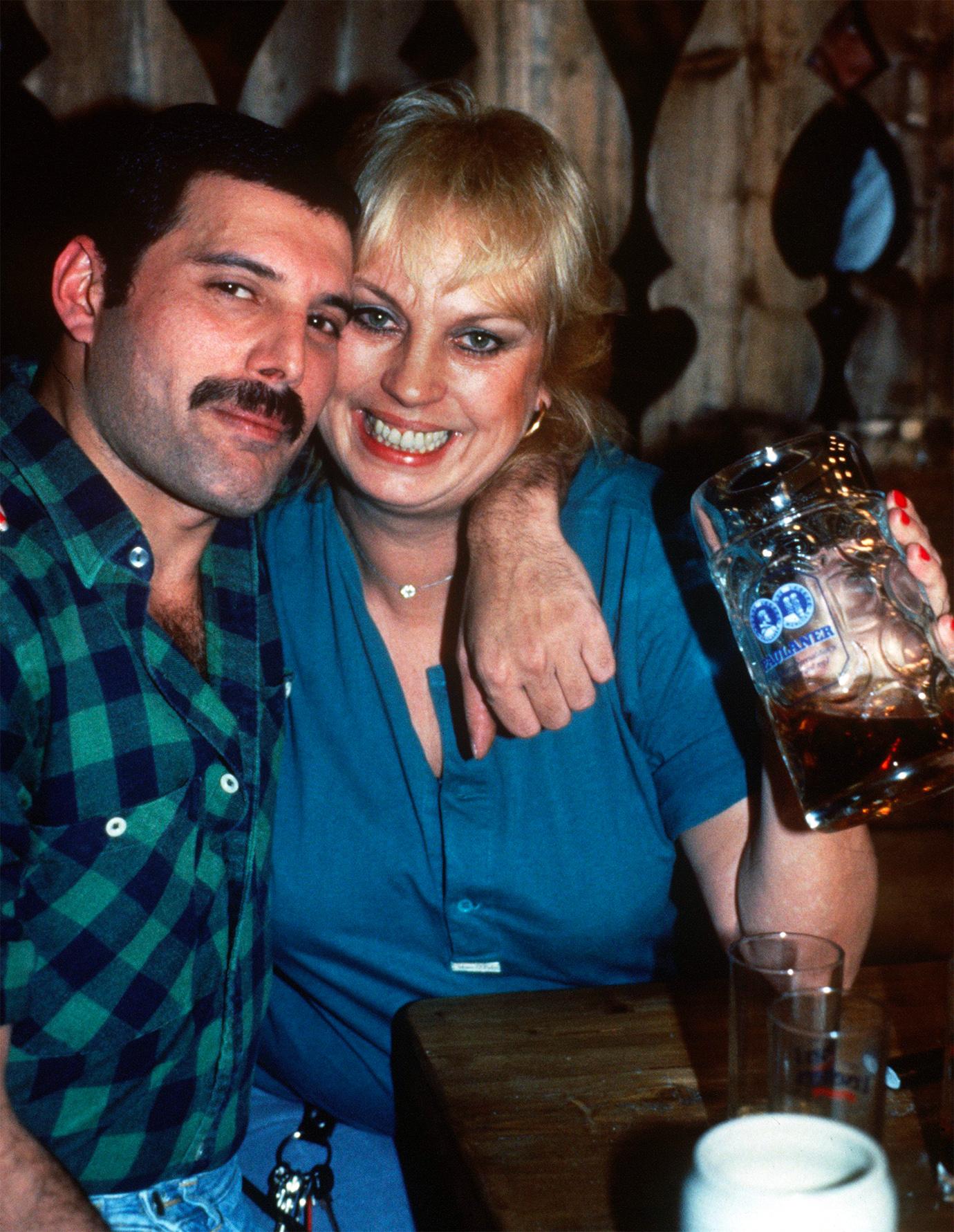 Barbara Valentin y Freddie Mercury