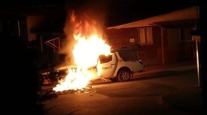 TIRÚA: Encapuchados realizaron serie de disturbios, quemaron una camioneta y apedrearon locales