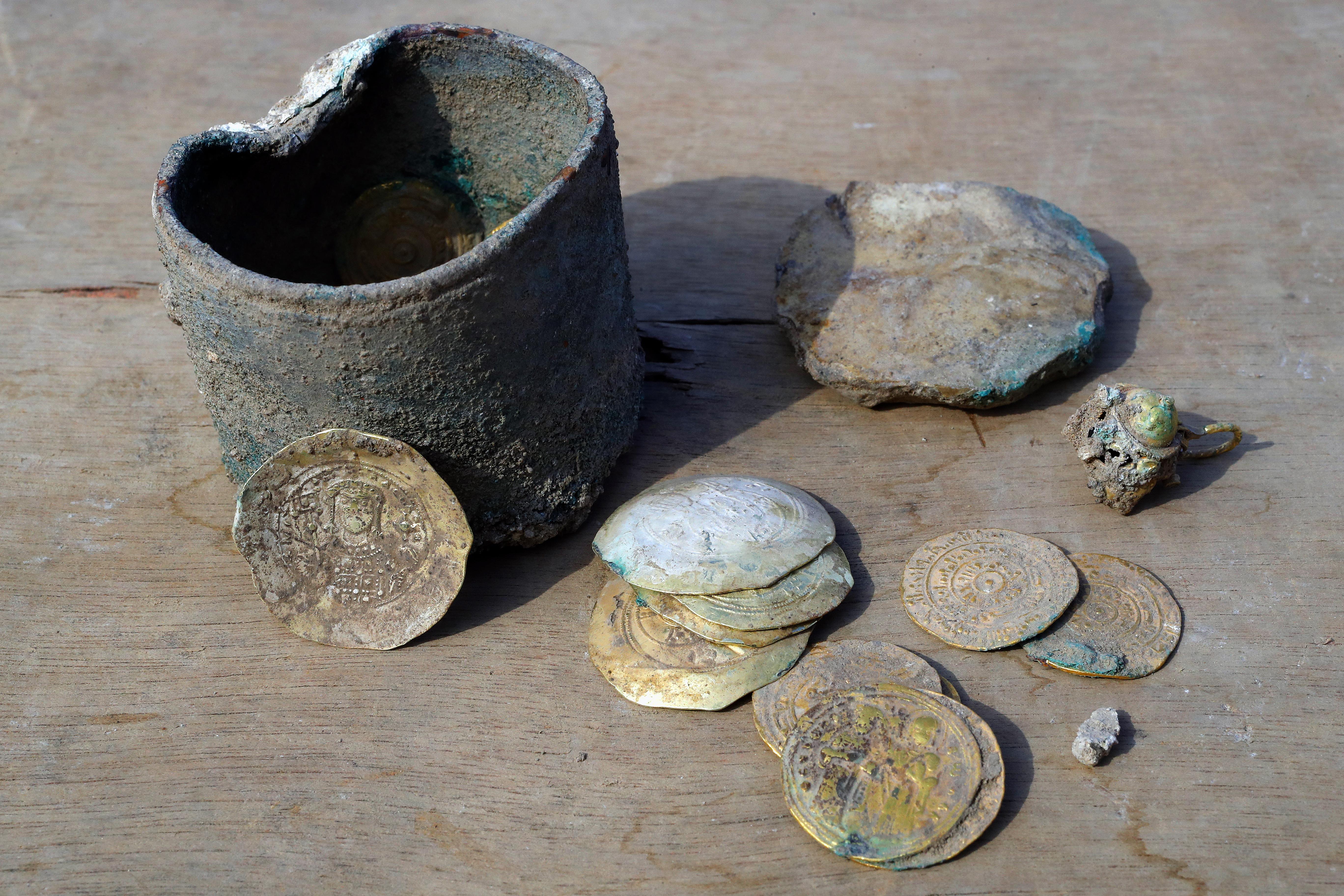 b2017b130a50 Descubren un tesoro de monedas de oro de hace 900 años en Israel ...