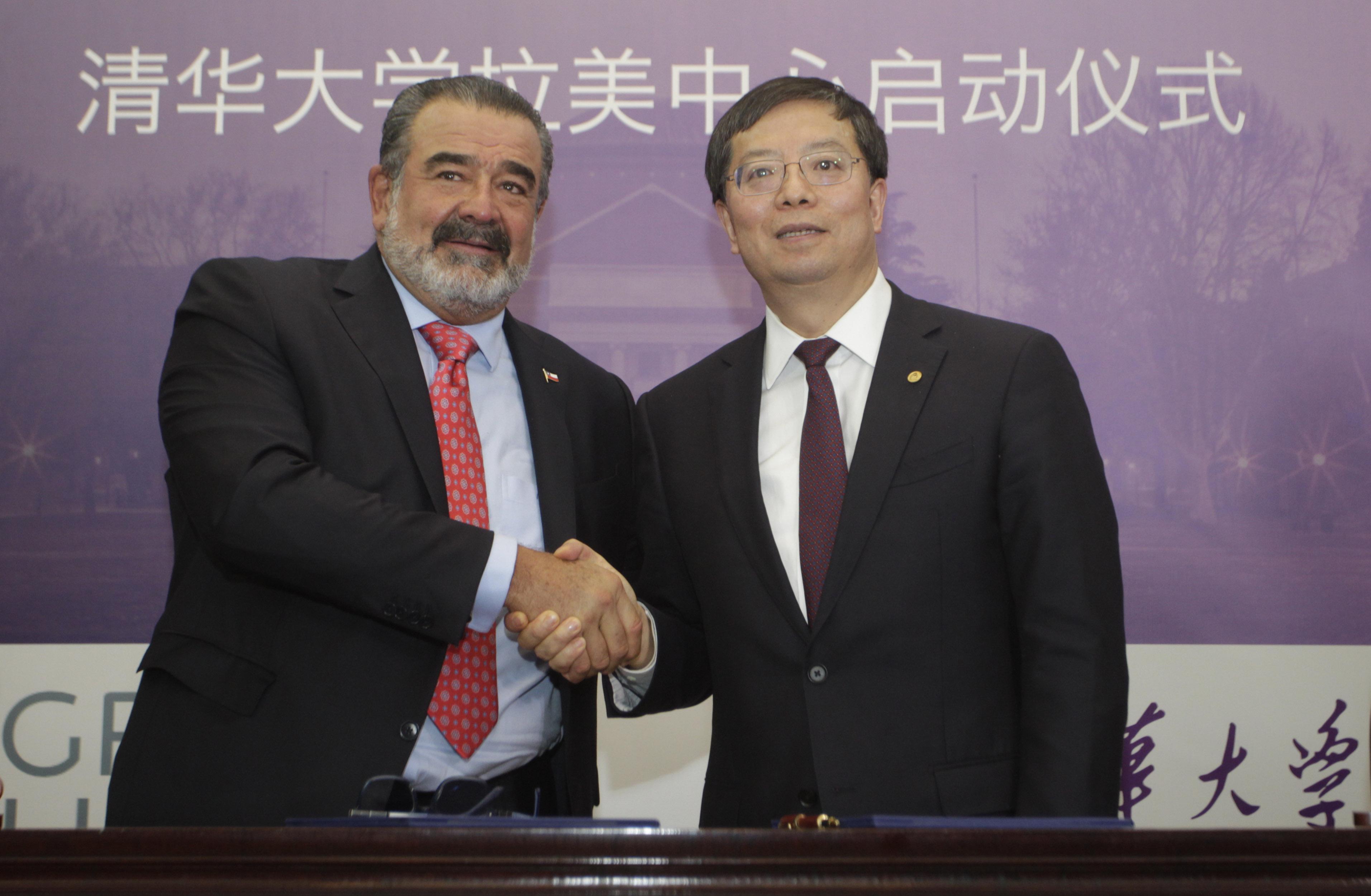 Grupo Luksic firma convenio con la Universidad China de Tsinghua. Rodrigo Sáenz   Agencia UNO