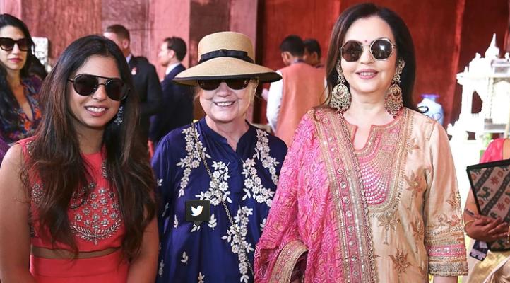 Isha Ambani junto a su madre, Nita y Hillary Clinton | Agence France-Presse