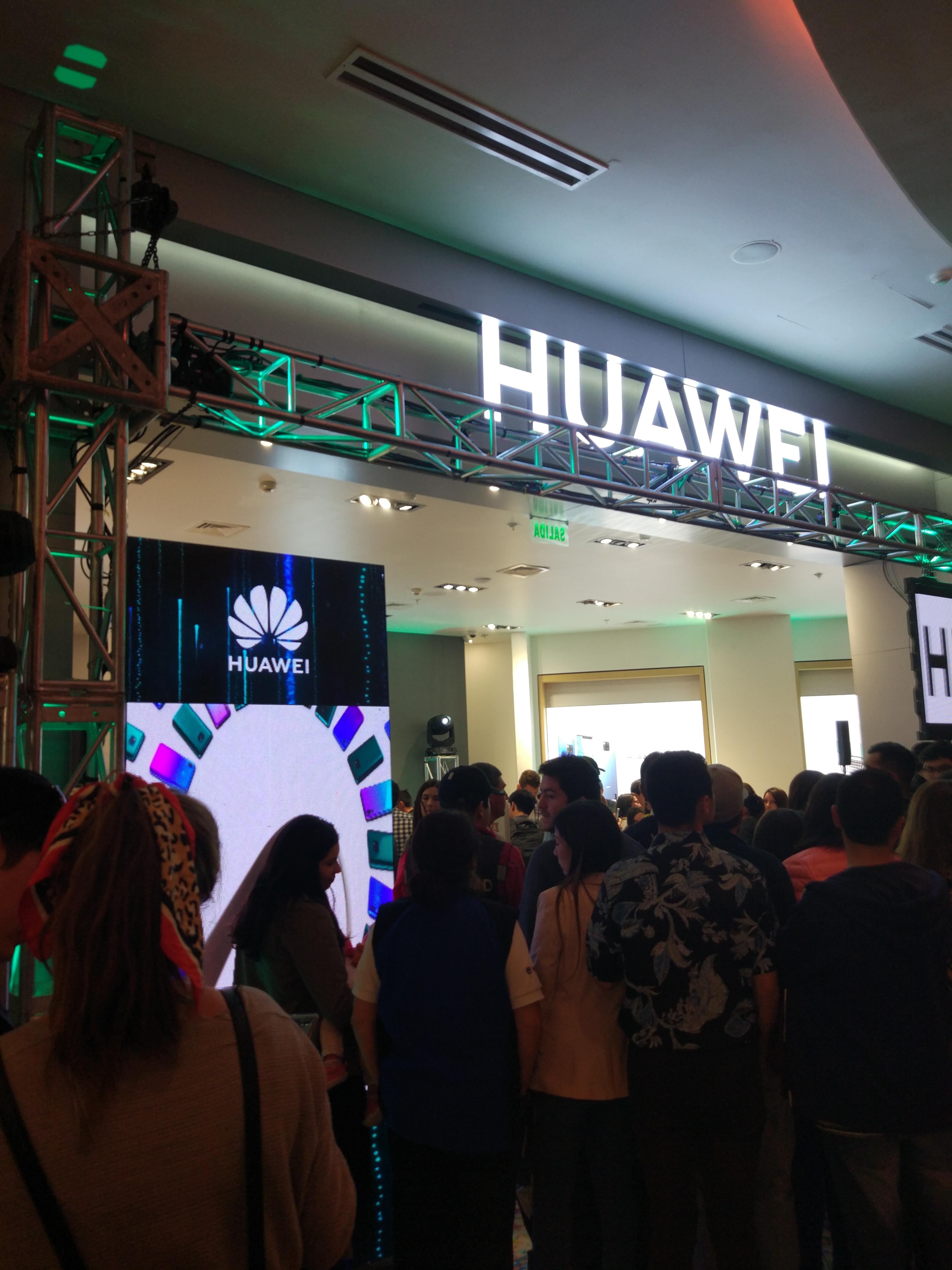 inauguración de tienda Huawei en Mall Plaza del Trébol   BBCL