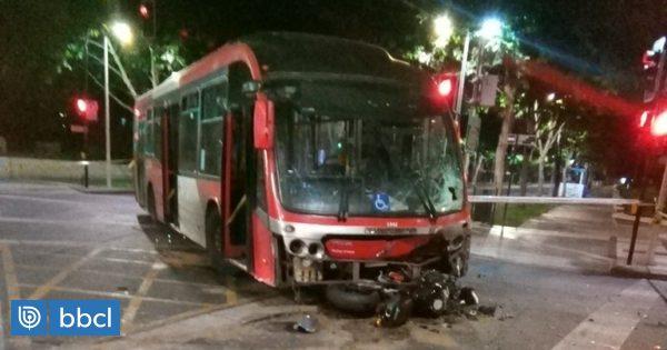 Motociclista murió tras colisión con bus del Transantiago en Las Condes